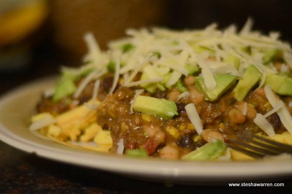 Chili w/cornbread & avocado
